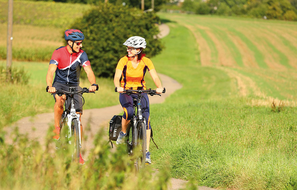 Fahrradfahrer in der Natur