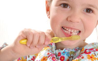 Richtig Zähne putzen – ab dem ersten Zahn