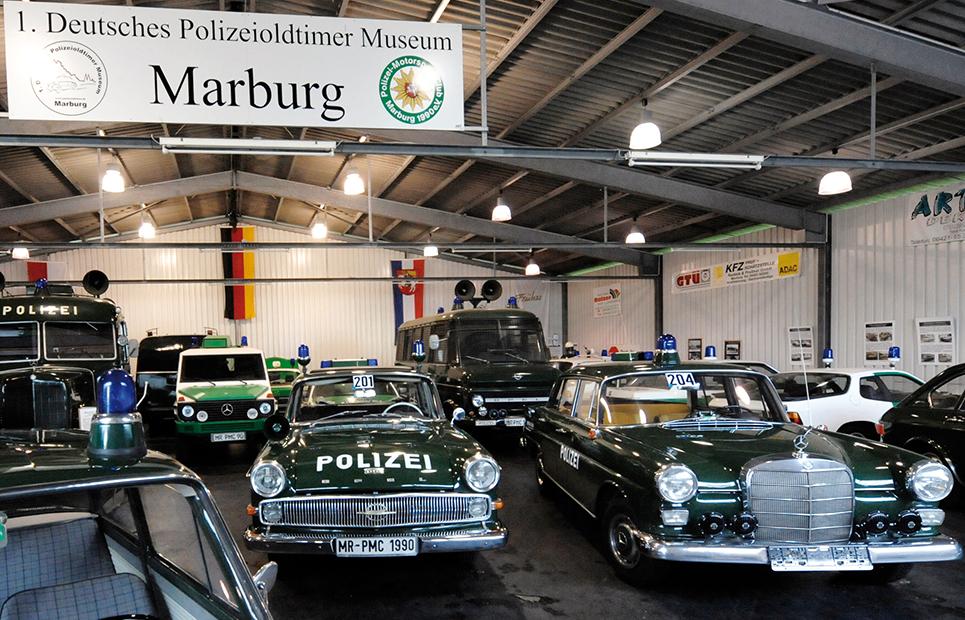 Blick in den Ausstellungsraum des 1. Deutschen Polizeioldtimermuseums