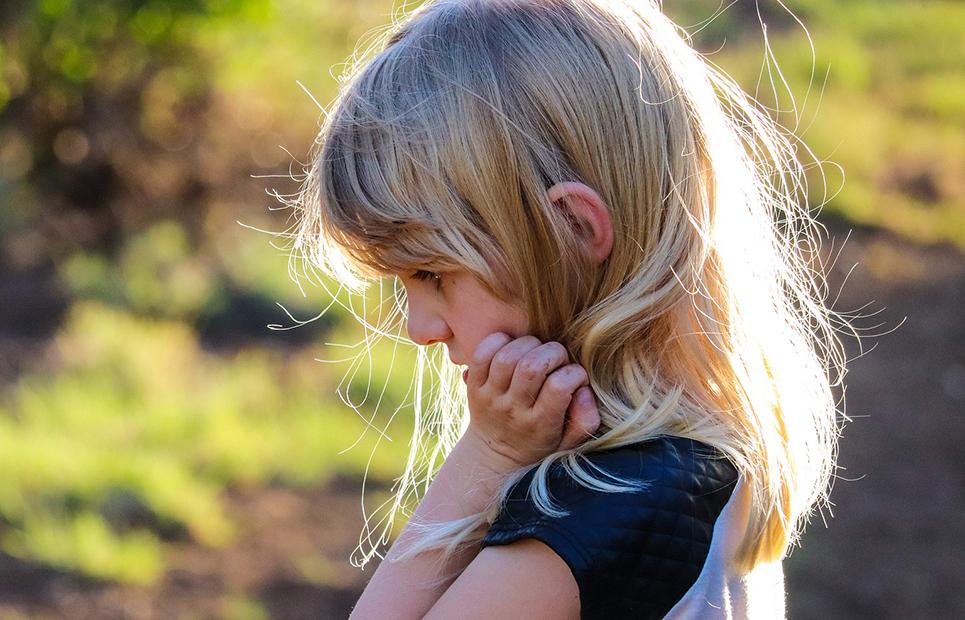 Wie trauern Kinder zwischen 6 und 9 Jahren?