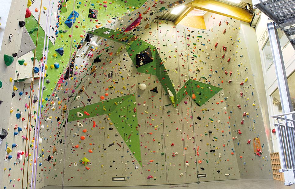 Kletterwand in einer Indoor-Halle