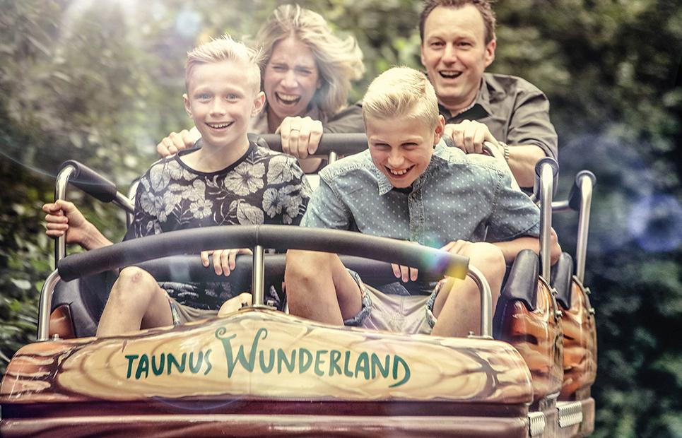 Eine Familie fährt